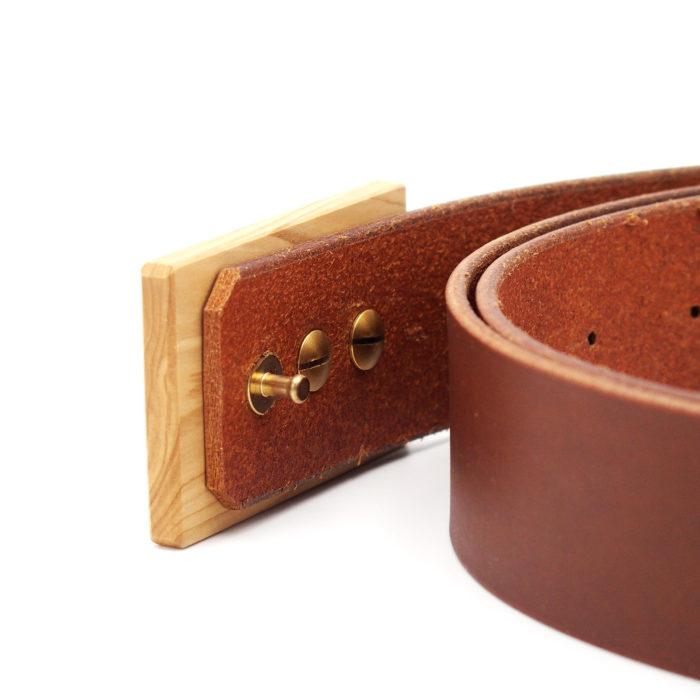 Ledergürtel mit Holzschnalle Flieder